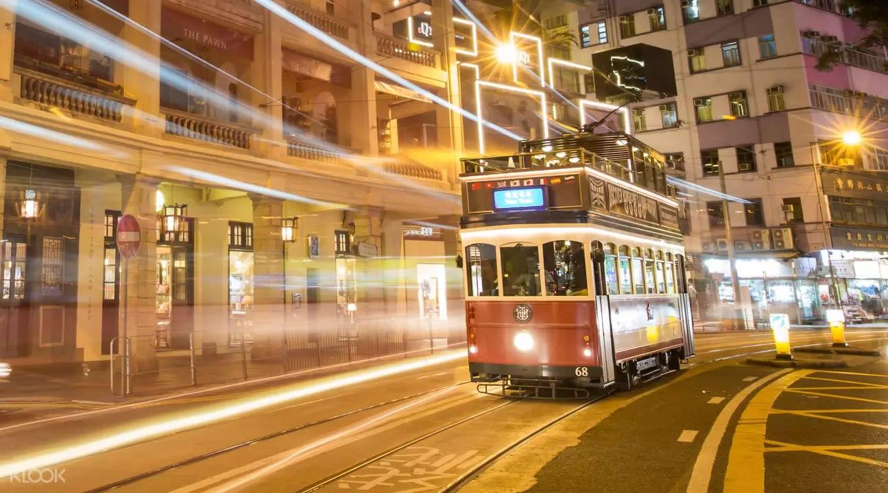 搭上俗稱叮叮車的香港電車遊香港,體驗新舊交融的香港。