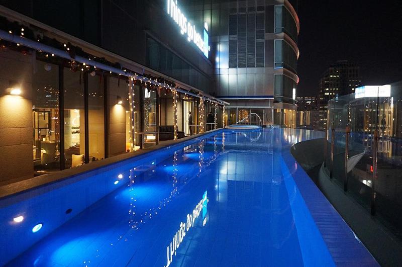 飯店內相當舒服的室外泳池(照片來源:Novotel Ambassador Daegu官網)https://bit.ly/2AIHYeR