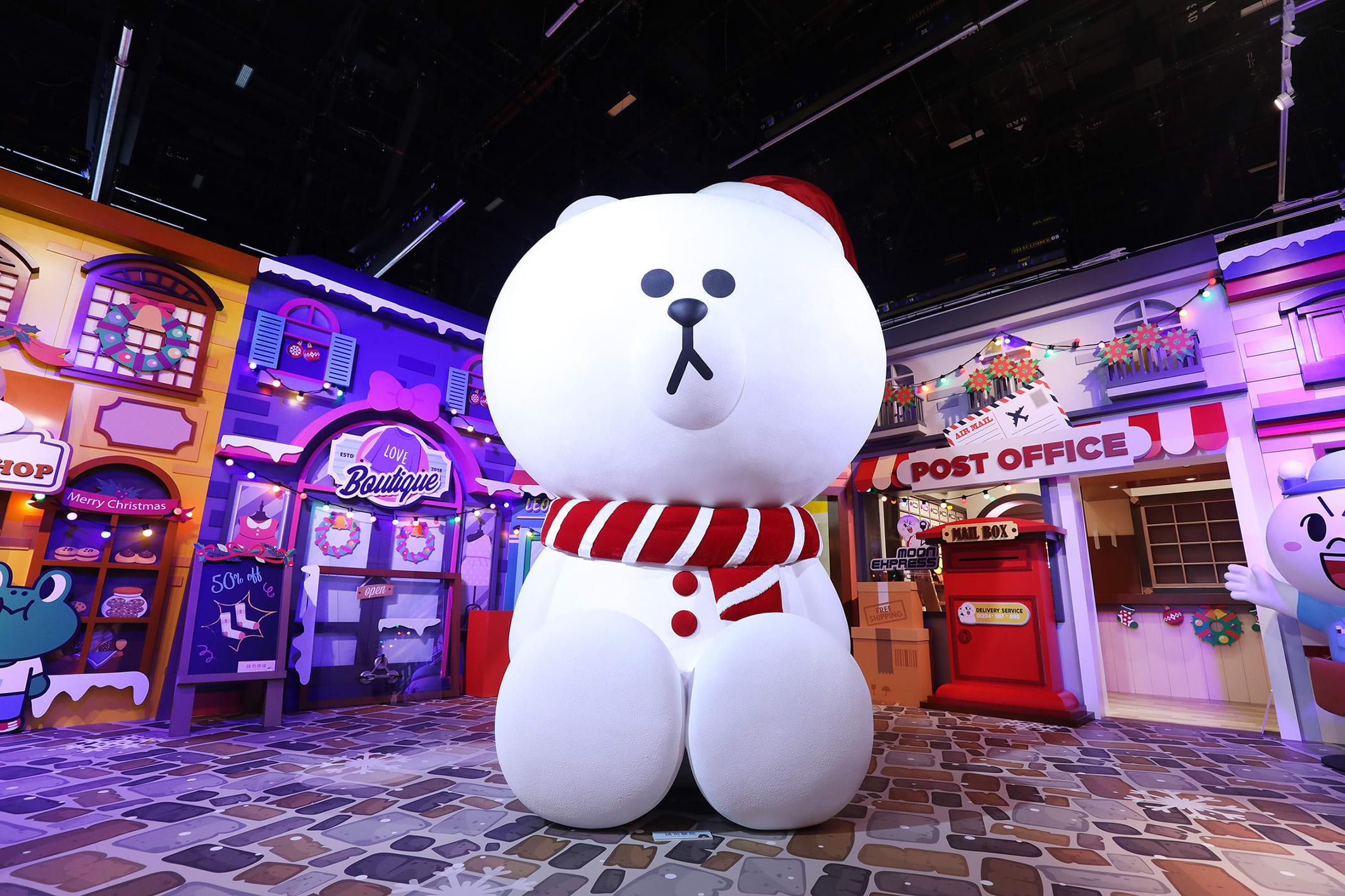台北展覽,LINE FRIENDS:世界巡迴之旅,三點五米高的閃亮雪白熊大現身歐洲聖誕廣場,讓人超想依偎在他身旁