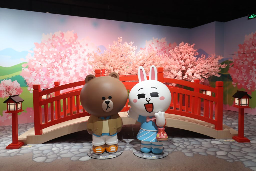 台北展覽,LINE FRIENDS:世界巡迴之旅,走在櫻花情人橋上,熊大兔兔就是最美的風景