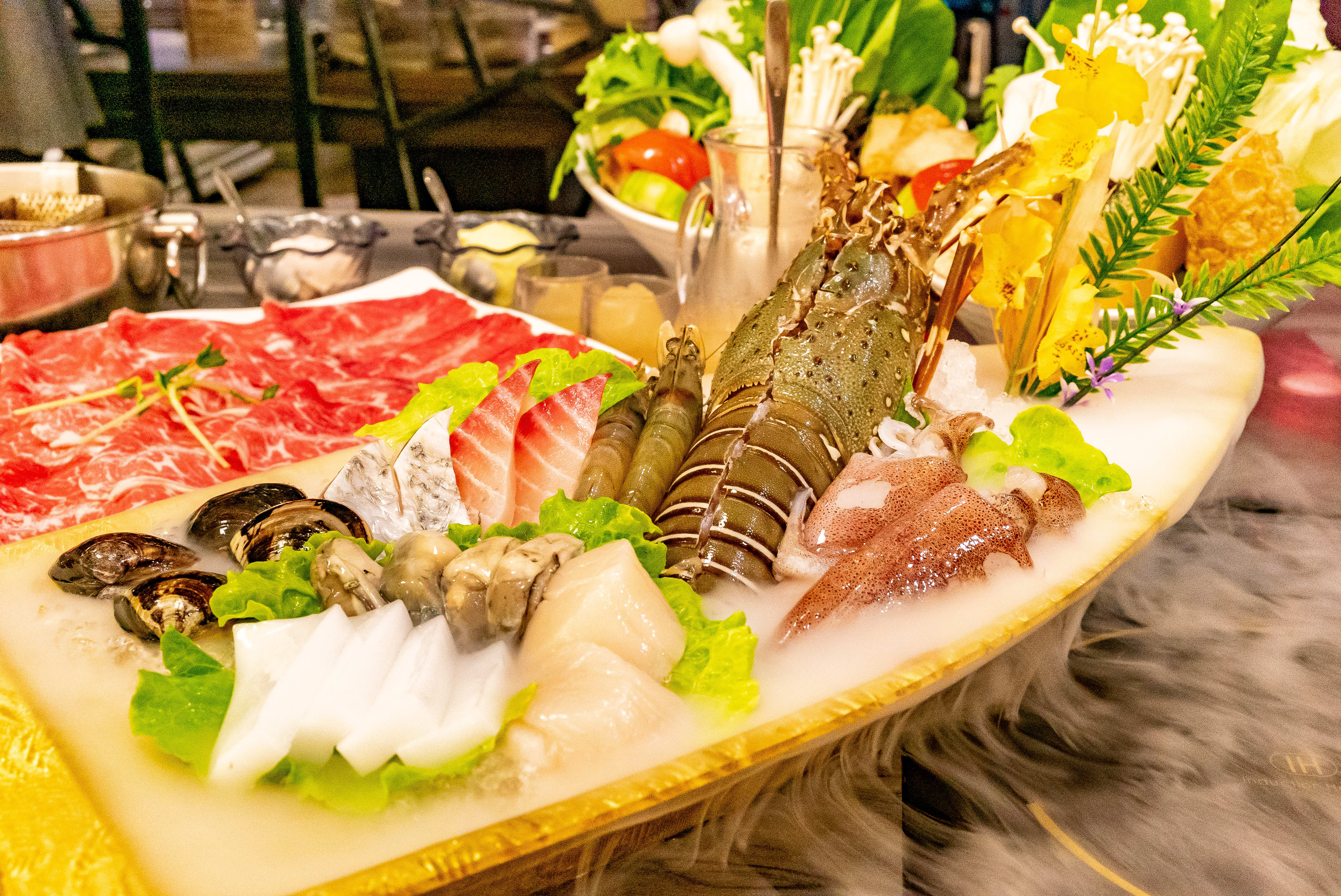 龍蝦、北海道干貝、根島生態蝦、明蝦、天使紅蝦、藍蝦、魚片、蛤蜊、小捲,龍蝦