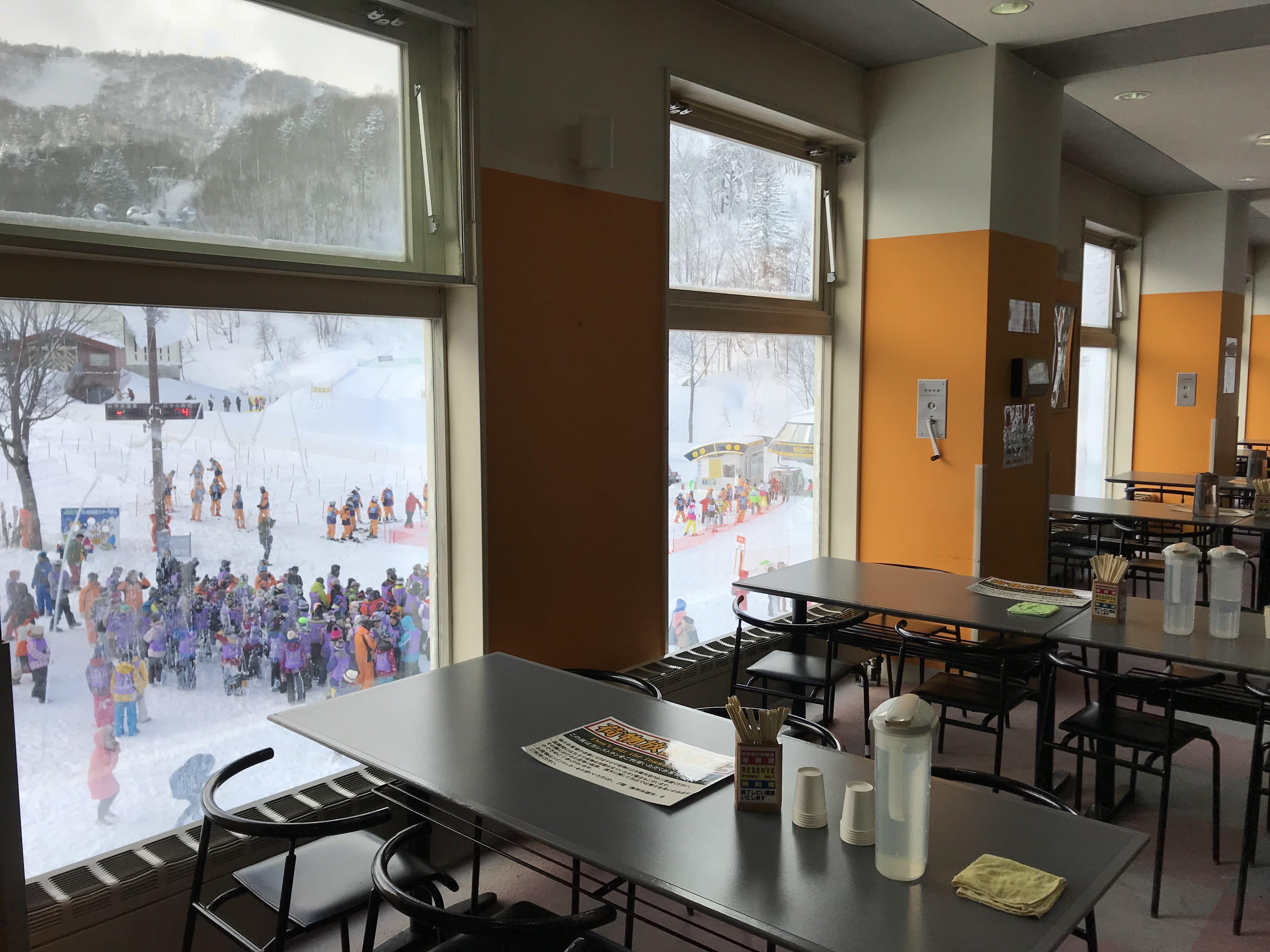札幌國際滑雪場有落地窗,取自:Ann Shih。