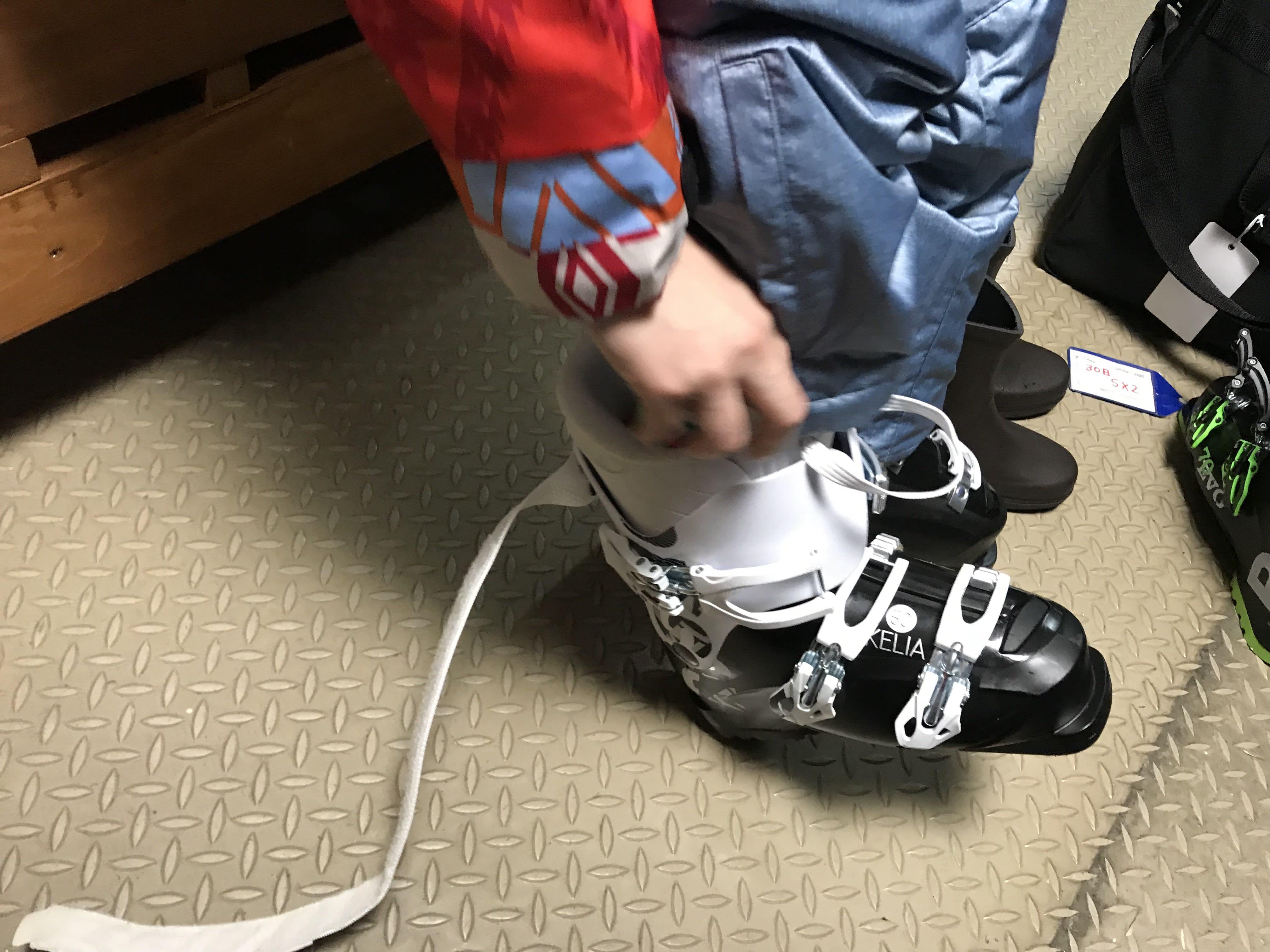 穿上雪鞋,取自:Ann Shih。