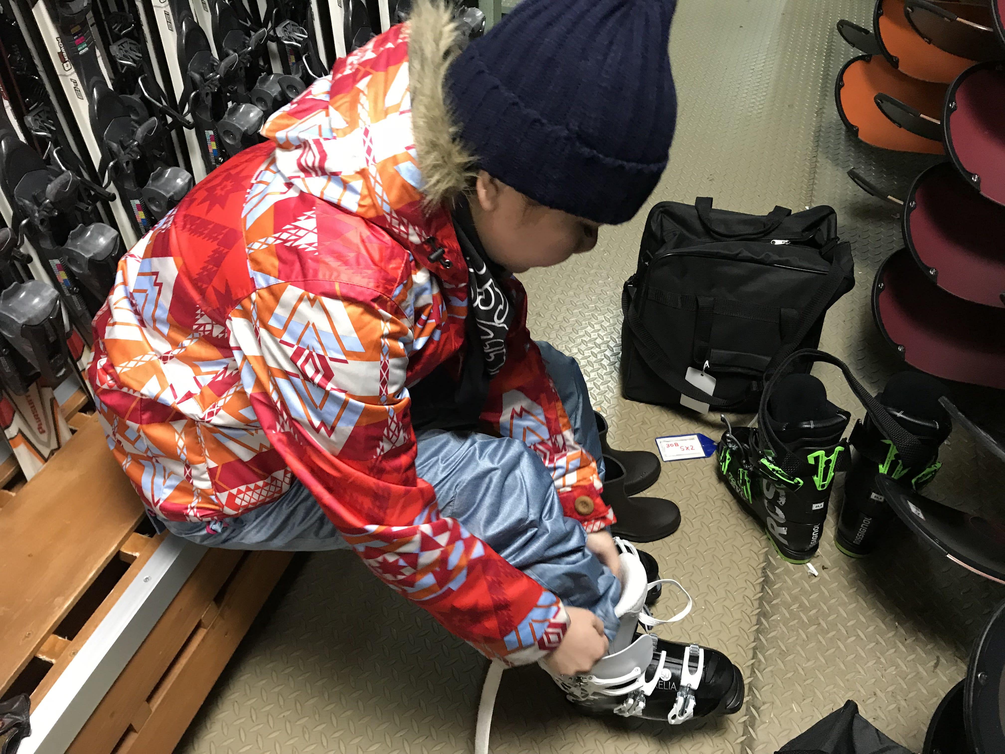 雪鞋要記得綁緊!取自:Ann Shih。