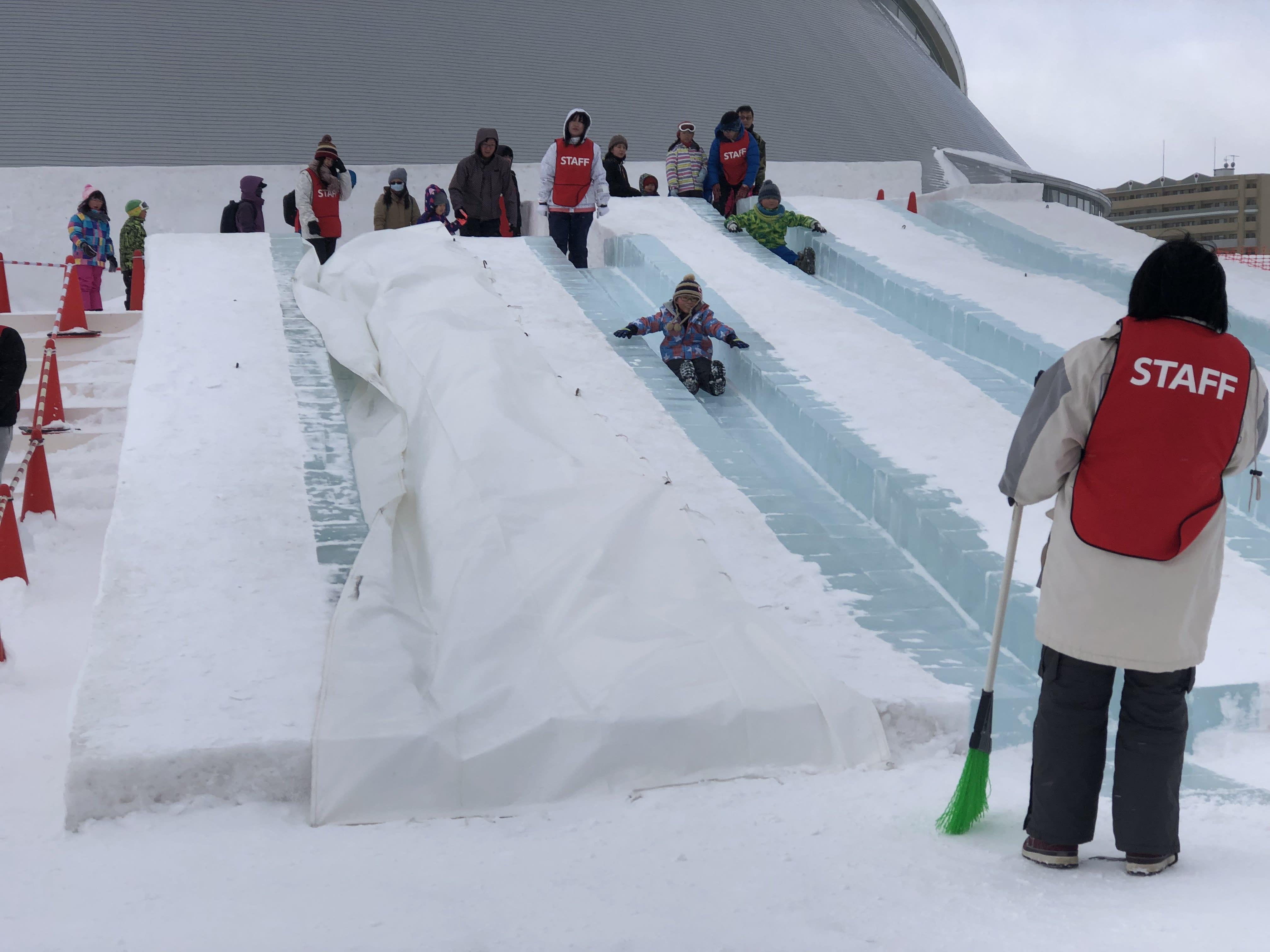 雪上溜滑梯,取自:Ann Shih。