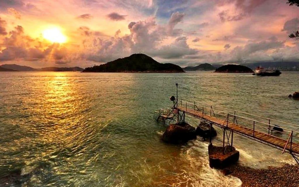 西環鐘聲泳棚,圖片取自www.getreadyhk.com。