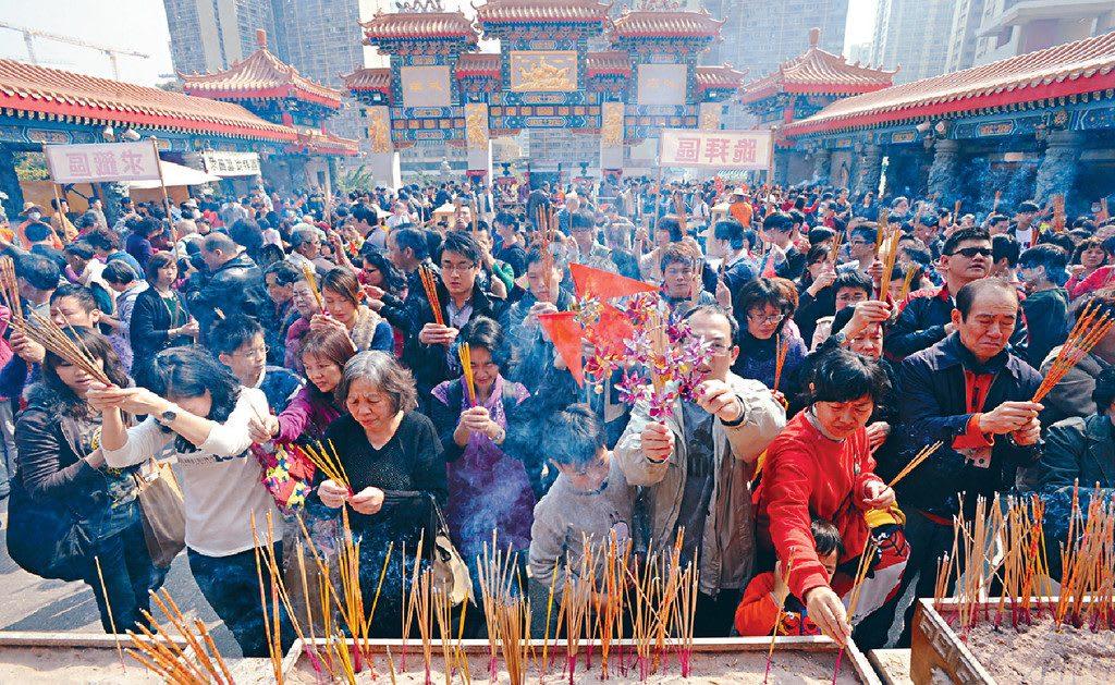 嗇色園黃大仙祠拜神祈福,圖片取自hd.stheadline.com。