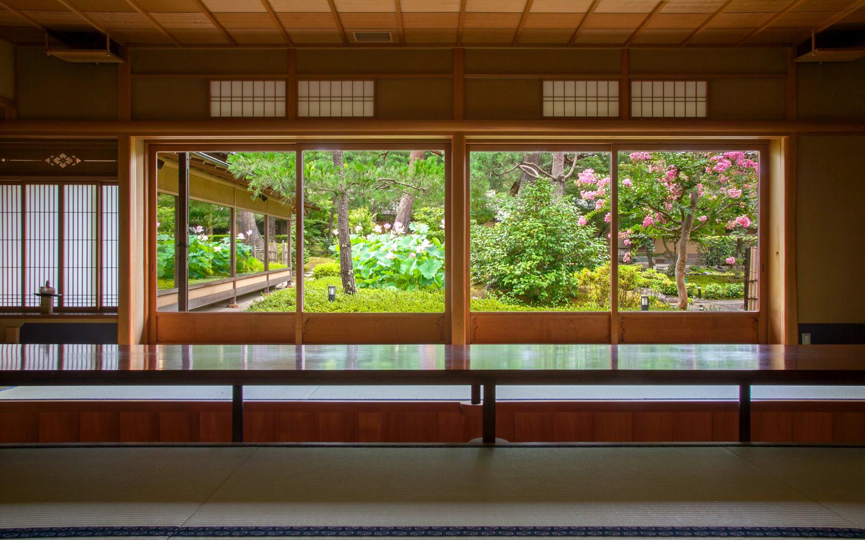 南禪寺順正湯豆腐 可以邊眺望庭院邊用餐 來源:www.to-fu.co.jp
