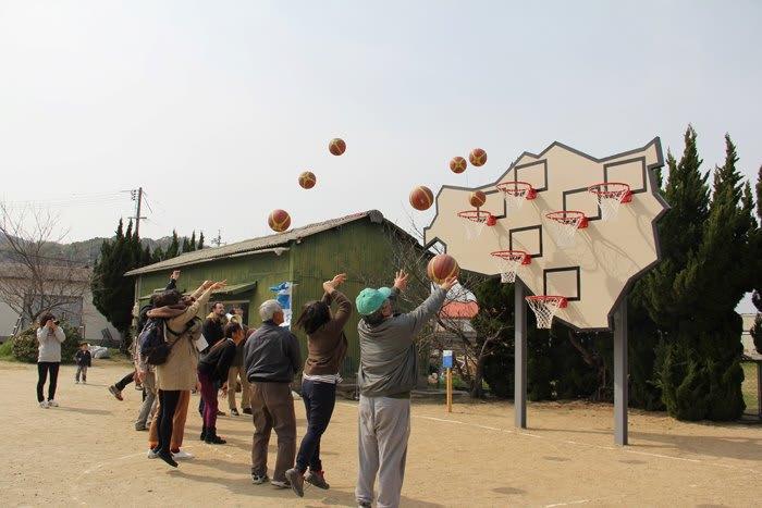 豐島的「無人勝出籃球框」 來源:fb @ArtSetouchi