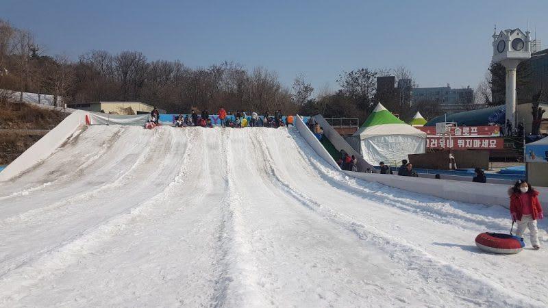 兒童大公園j玩雪胎,Photo by Artshen