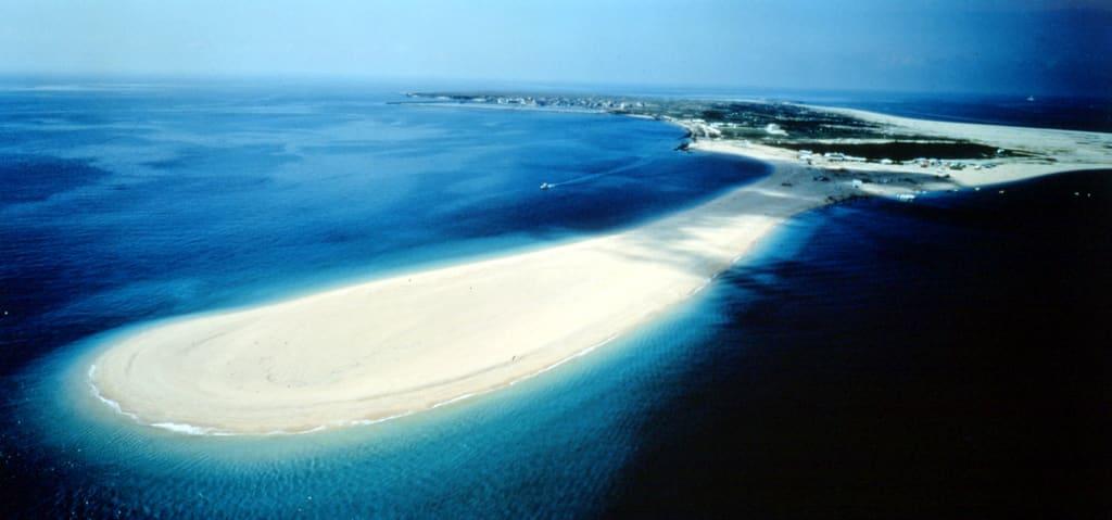 吉貝嶼沙尾,擁有清澈海水和潔白沙灘。