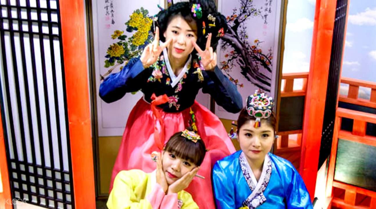 穿越時空變身為朝鮮時代的女性。
