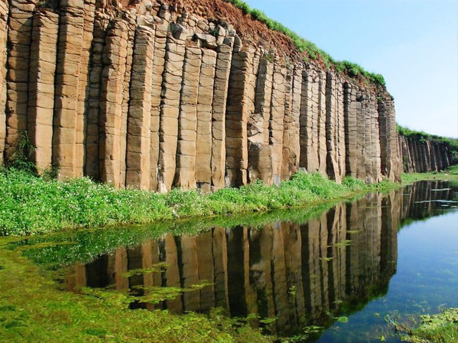 大菓葉玄武岩柱,圖片取自澎湖國家風景區官網。