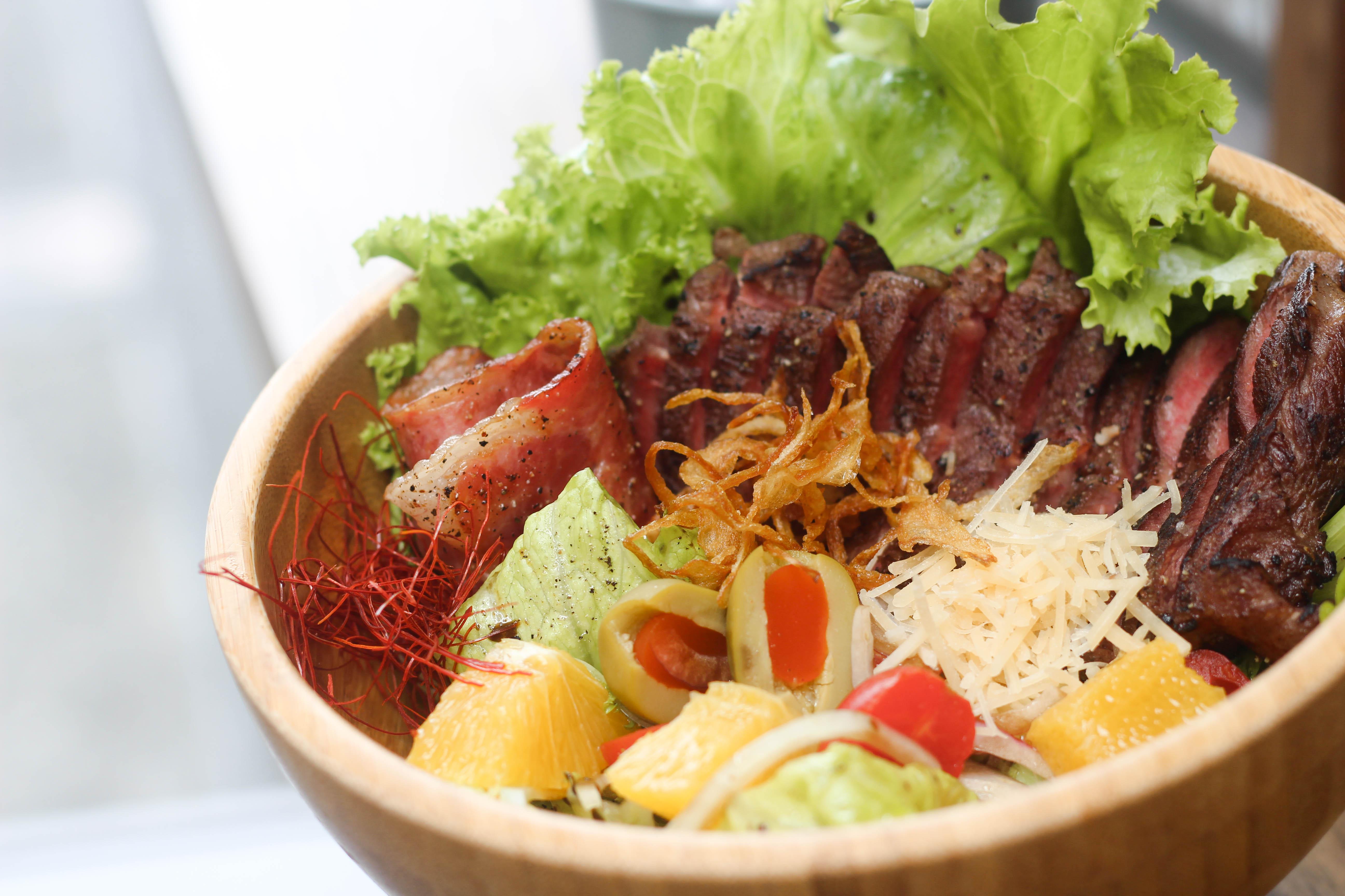 肉Meat牛排沙拉,本來是為了心愛的人設計的餐點。