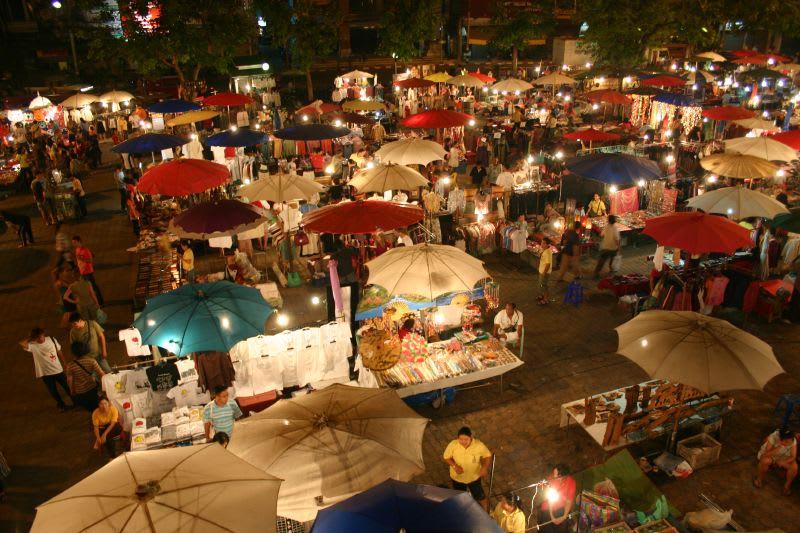 清邁週日夜市|圖片來源:維基百科 https://reurl.cc/mMlel