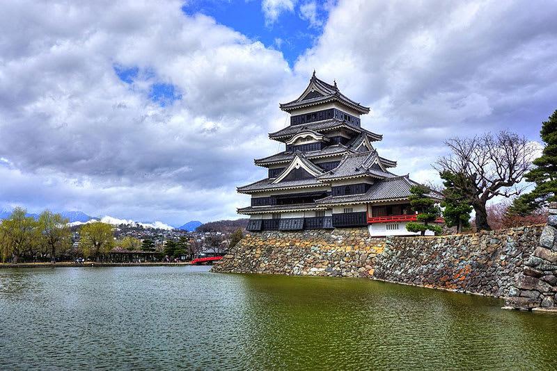 1024px 松本城 panoramio 13