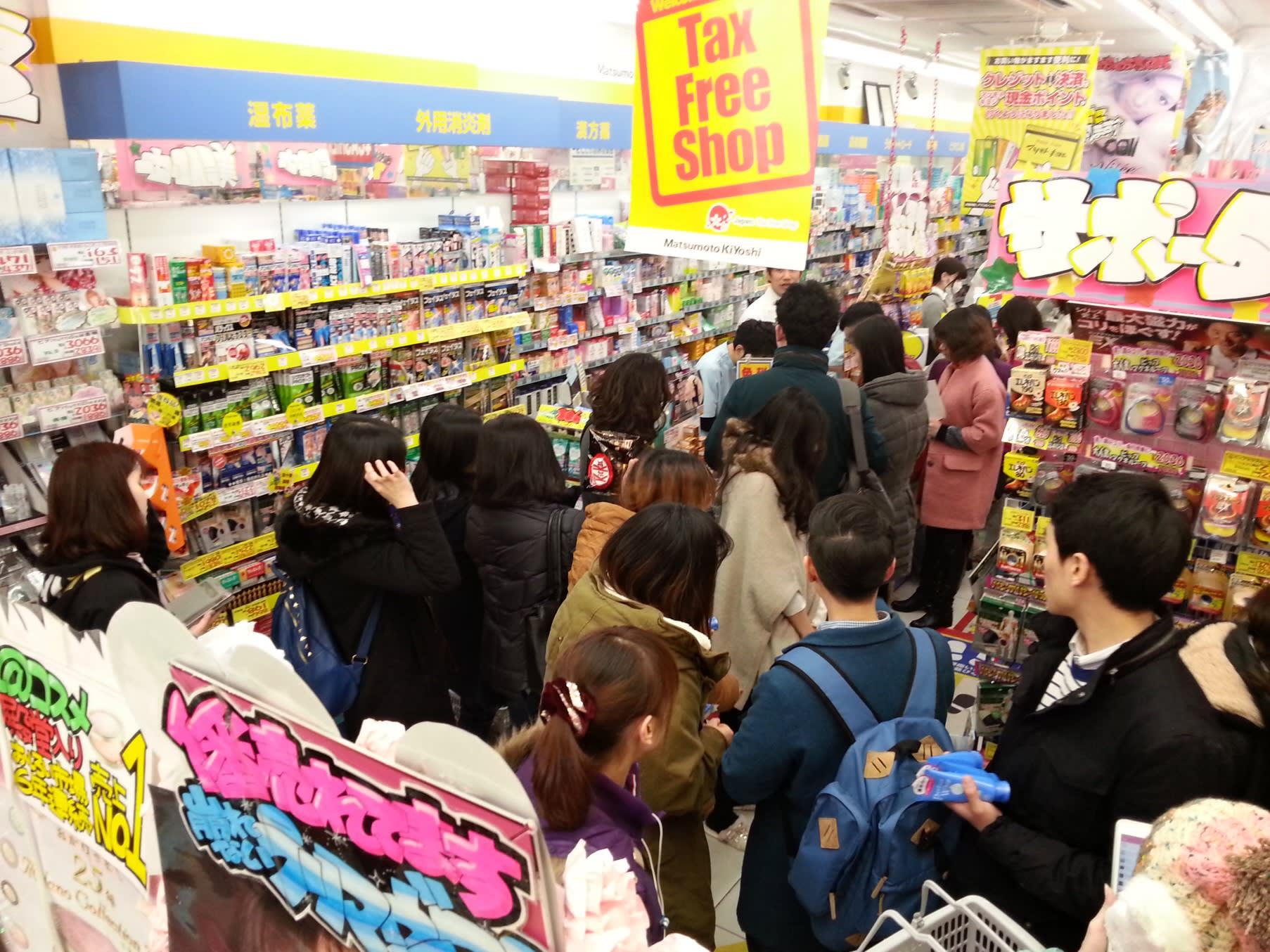 大部分店家都有負責退稅的櫃台,可以直接辦理退稅,很方便。 來源:https://asia.nikkei.com/