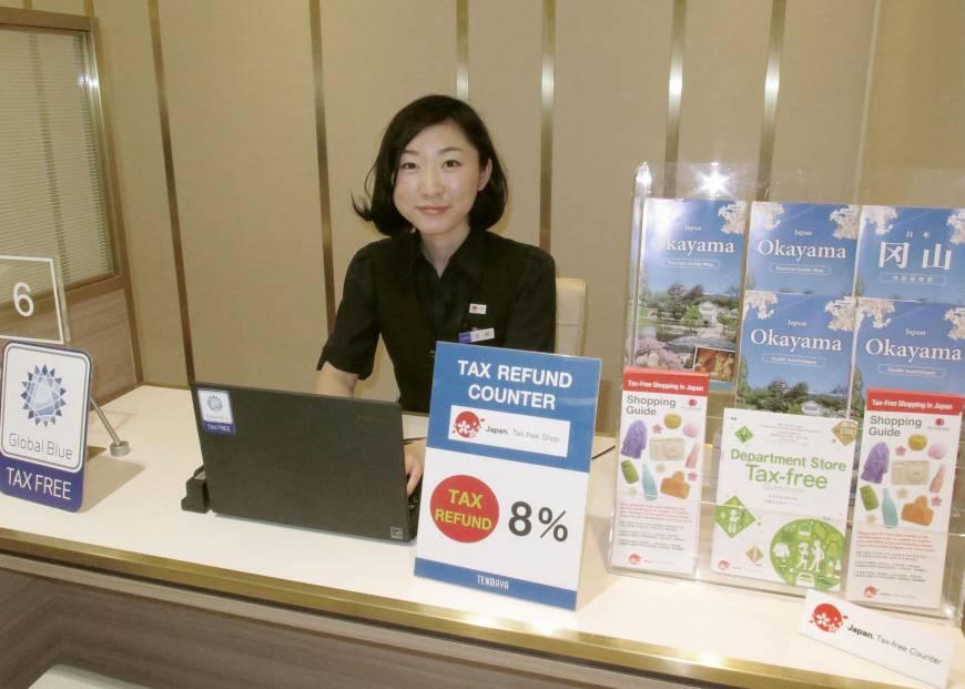辦理退稅的服務人員都很親切且專業地幫你辦理退稅。 來源:https://www.japantimes.co.jp/