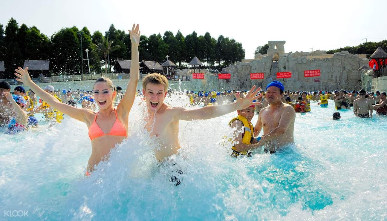 到麗寶樂園的馬拉灣消暑就是清涼痛快!