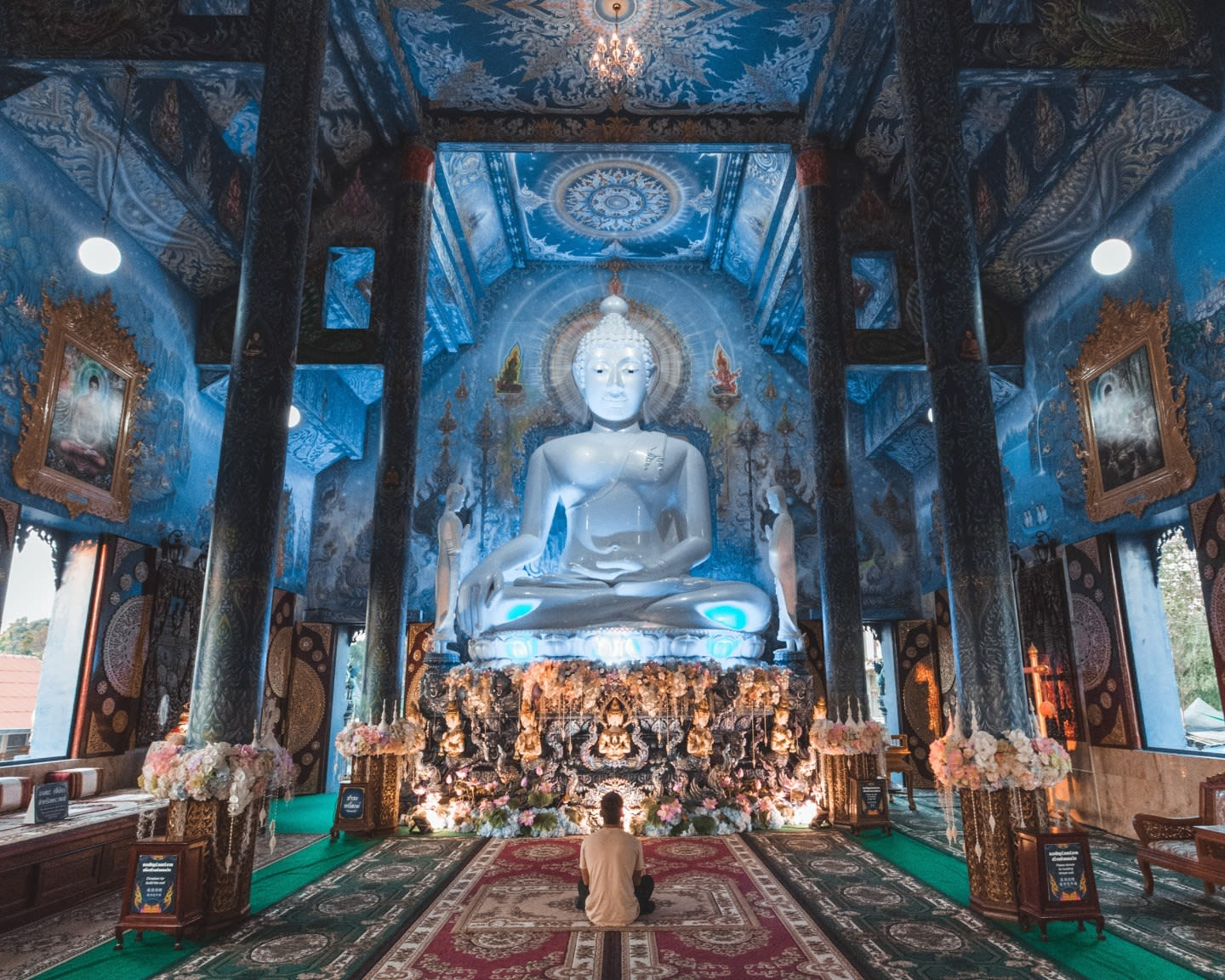 圖片取自https://lolapantravels.com/blue-temple-chiang-rai/