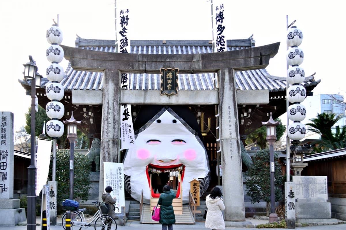 櫛田神社於每年的7/1~7/15,有著名祭典「博多祇園山笠」。SOURCE:ZEKKEI Japan