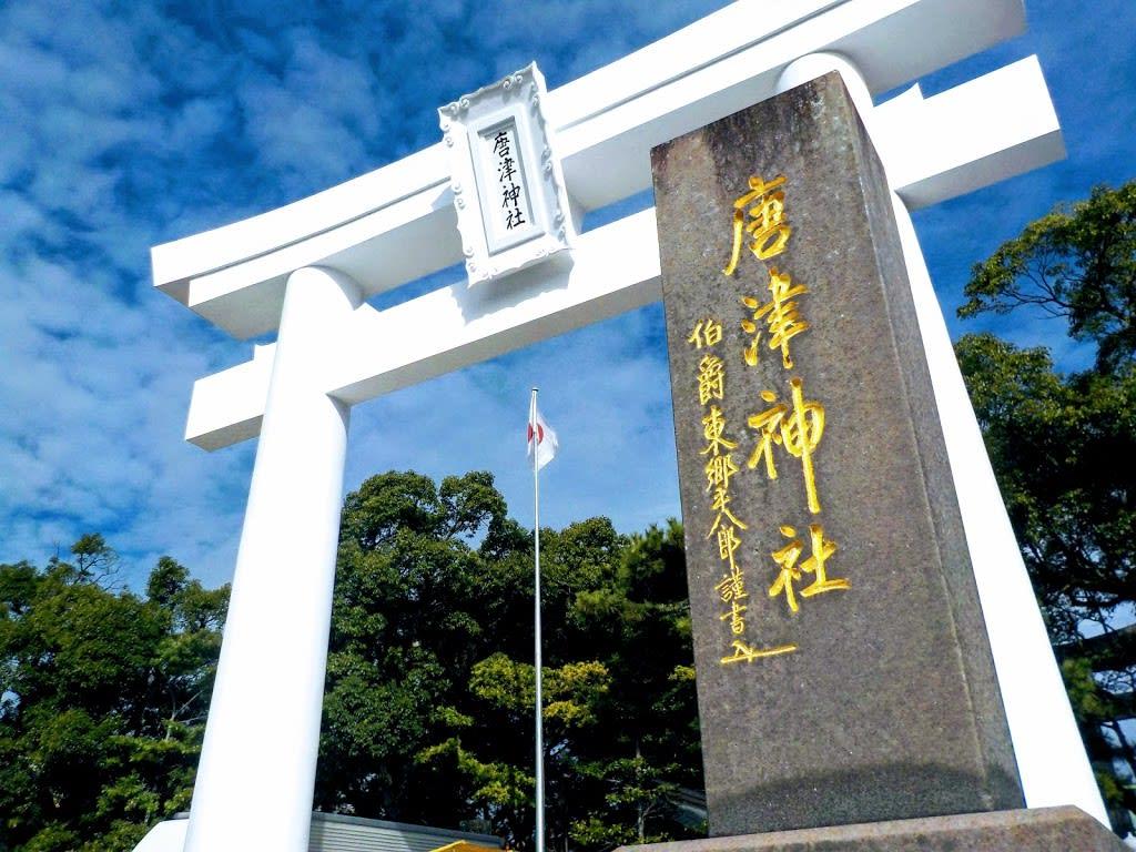 每年的11/2~11/4是唐津神社的「唐津九日」:人們舉起名叫「曳山」的大型花車作巡遊,場面相當壯觀有趣。SOURCE:#旅散らかし