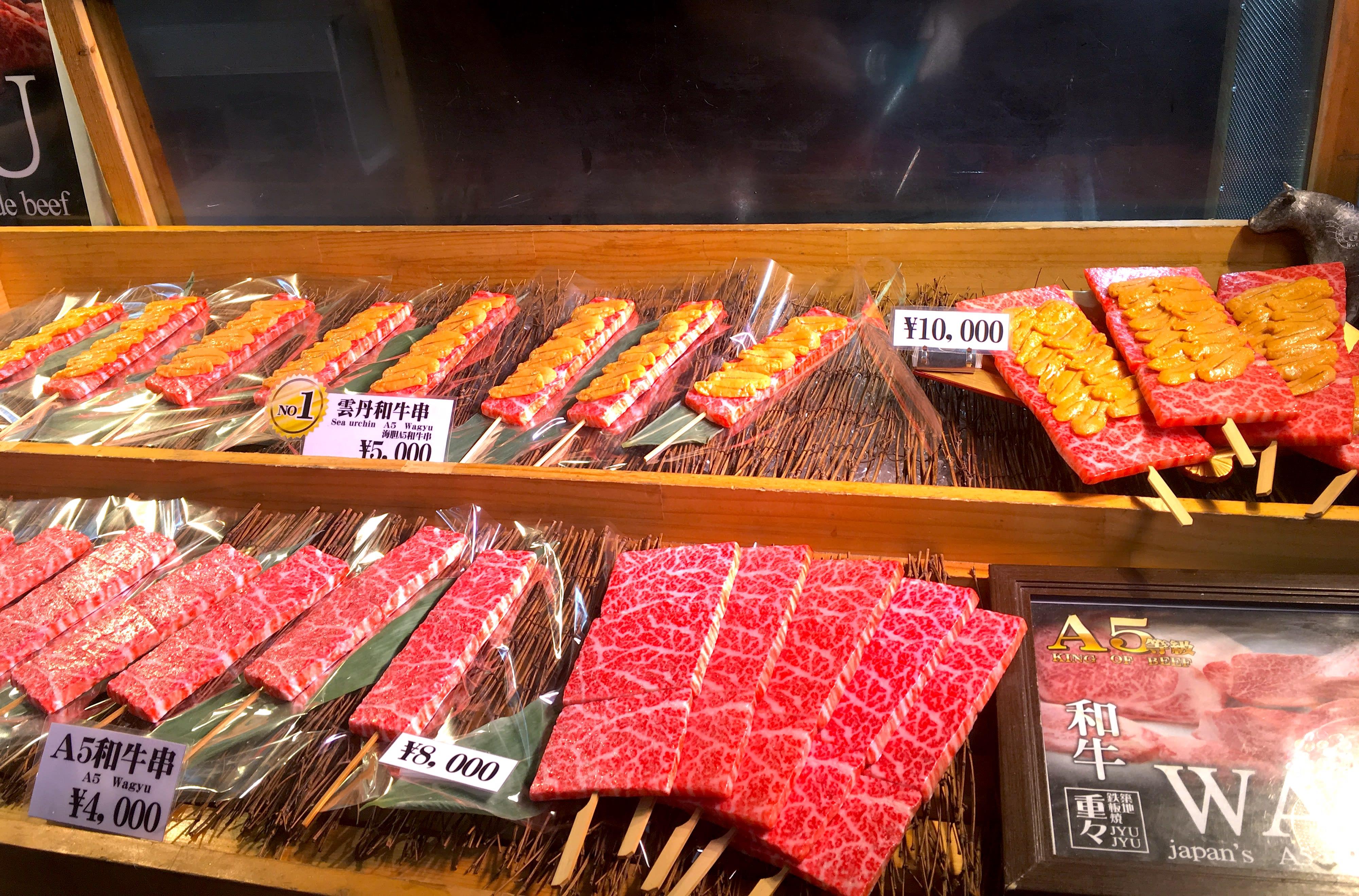 除了簡單的肉串,還有上面放海膽的肉串唷!(圖片取自valepra0330)