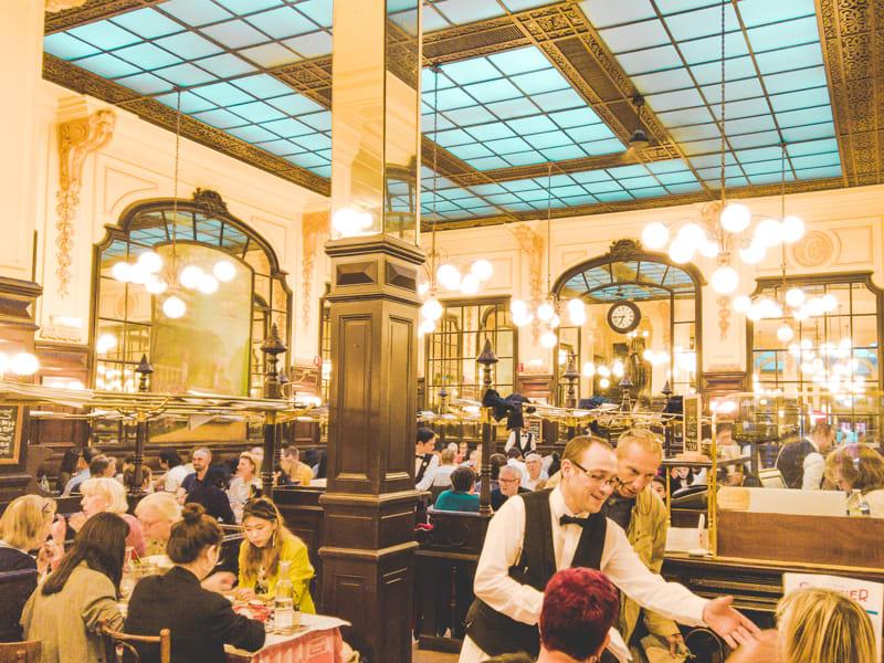百年勞工餐廳內部用餐環境