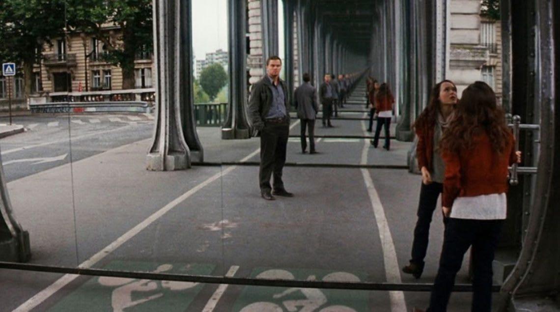 《全面啟動》比爾阿克姆鐵橋場景畫面