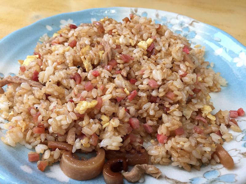 平價美食 全 台 票 選 第 一 名 的 炒 飯 : 民 生 炒 飯。 圖 為 什 錦 炒 飯 。