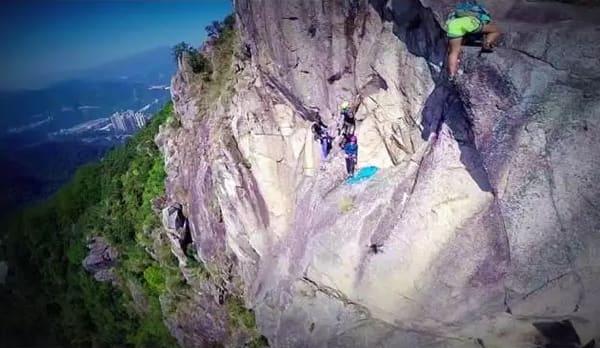 攀 岩 需 要 的 是 意 志 力 與 耐 力 !