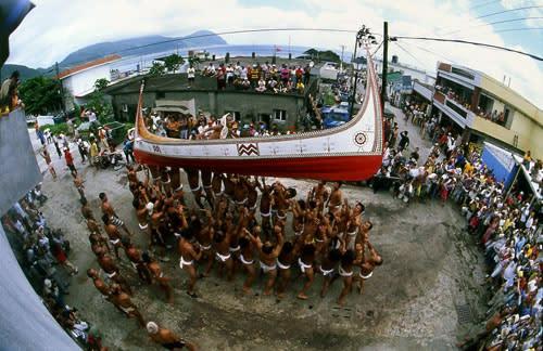 達 悟 族 「 招 魚 祭 」。