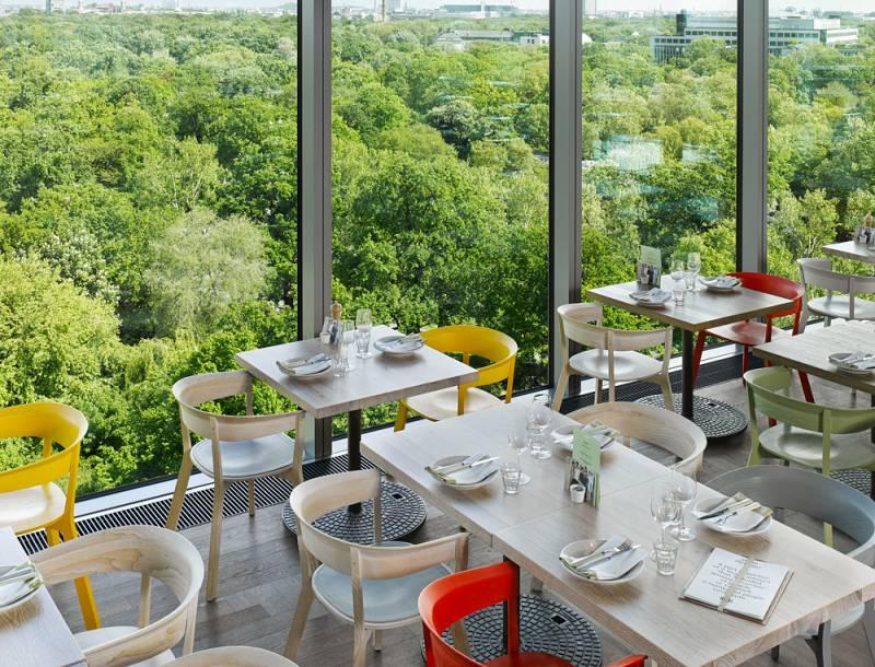 25 Hours Hotel Bikini Berlin 舒 適 的 用 餐 體 驗 讓 整 個 住 宿 體 驗 更 加 分 ,入 住 也 可 以 考 慮 在 飯 店 用 餐。