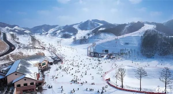 龍 平 滑 雪 渡 假 村 。