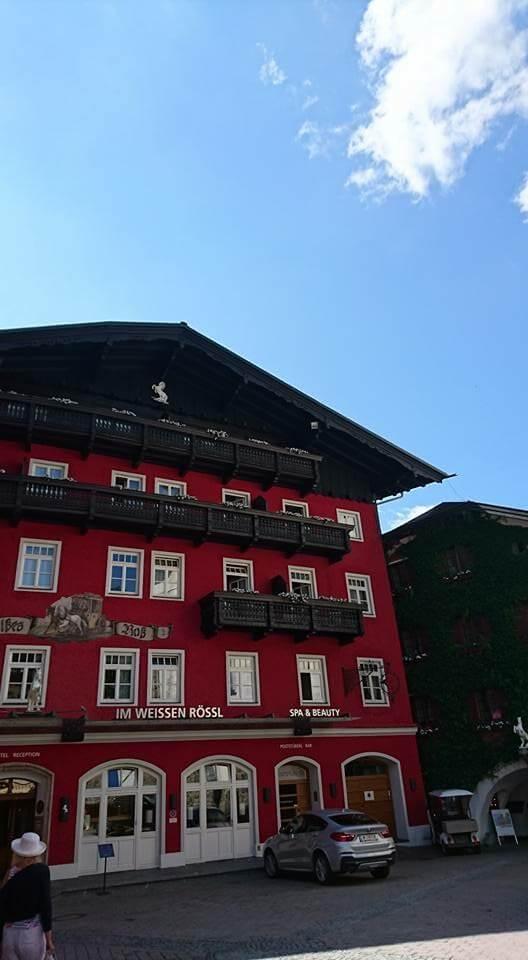 沃夫岡湖邊的白馬飯店(Weisses Roessl)是鎮上最著名的百年四星級旅館。Photographer / Penny