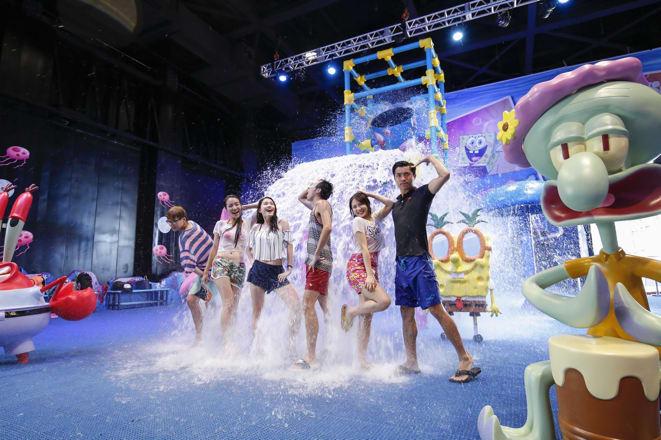 香港海洋公園夏水禮 海 洋 公 園 陪 你 一 起 濕