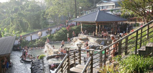 北投溫泉歷史悠久,擁有不同的泉質與色澤,遊客始終絡繹不絕。(圖片來源/台灣觀光年曆網站)