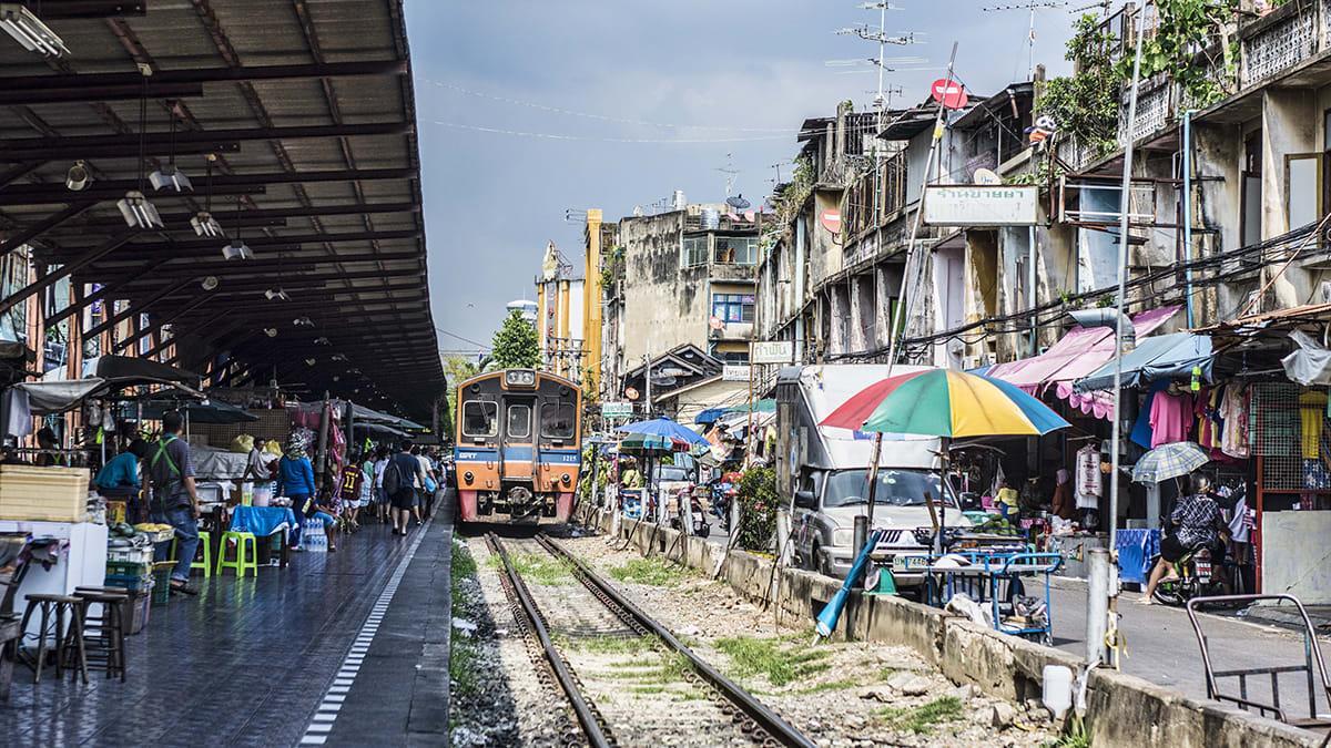 除了美攻鐵道市集,馬哈猜市集也是值得一訪