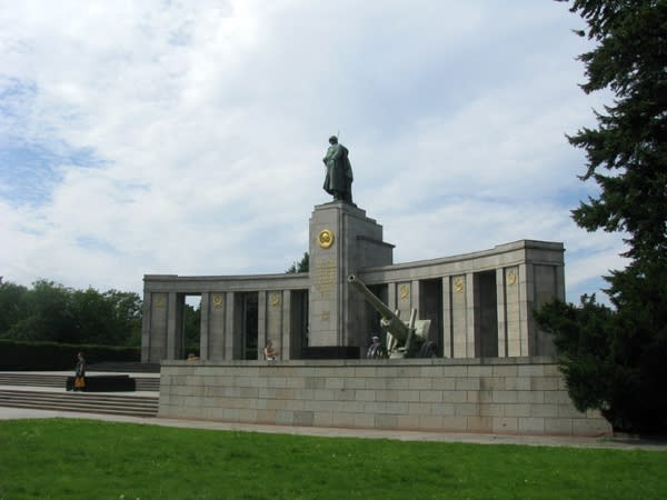 蘇 維 埃 二 戰 紀 念 碑 。