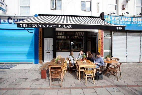 店 內 充 滿 藝 術 學 院 學 生 的 London Particular,十 分 有 年 輕氣 息。