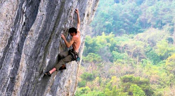 刺 激 感 十 足 的 攀 岩 。