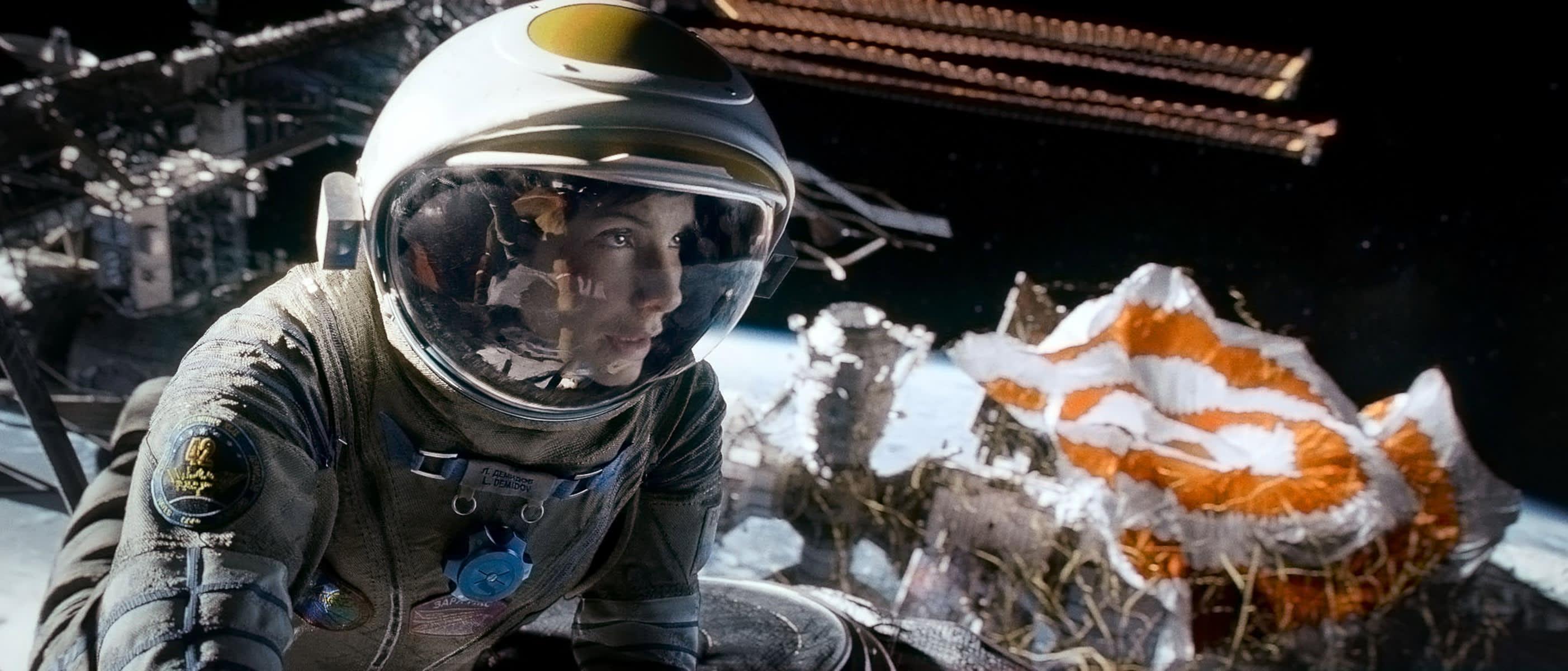 《 地 心 引 力 》 , 廢 棄 的 國 際 太 空 站 。