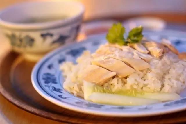 新 加 坡 風 味 海 南 雞 飯