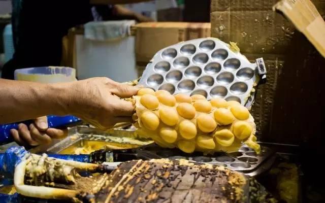 香 港 必 吃 小 點 雞 蛋 仔 。