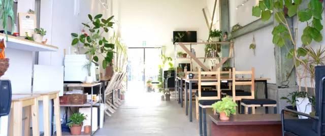 挑 高 的 內 部 空 間|TOKYO HÜTTE 官 網