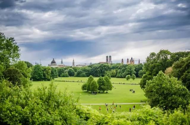 德 國 的 英 國 公 園 。