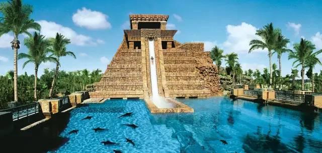 巴 哈 馬 天 堂 島 水 上 樂 園 。