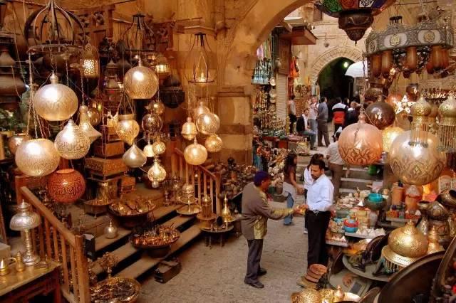 克 汗 卡 利 利 市 場 。