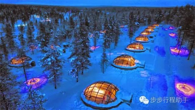 芬 蘭 Kakslauttanen 酒 店 。