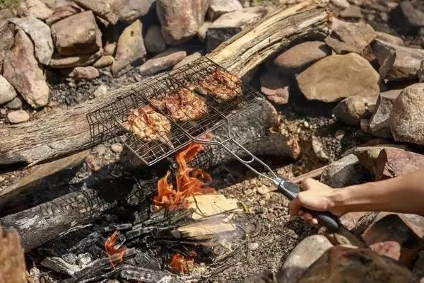 自 己 烤 肉 特 別 美 味 !